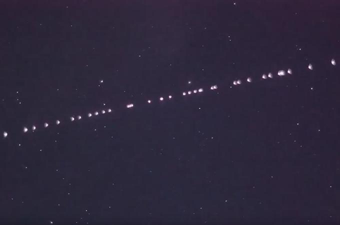 Starlink de SpaceX pasado de noche