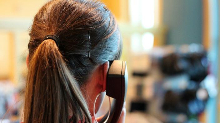 Más de 10.000 llamados diarios para recuperar las facturas morosas
