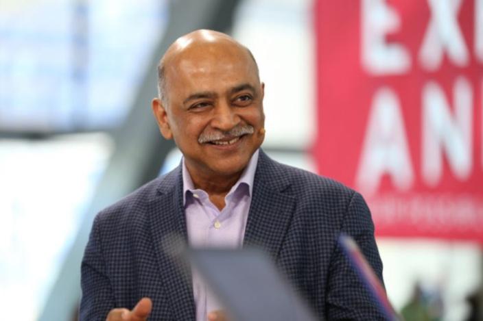 IBM reporta tercer trimestre consecutivo de disminución de ingresos