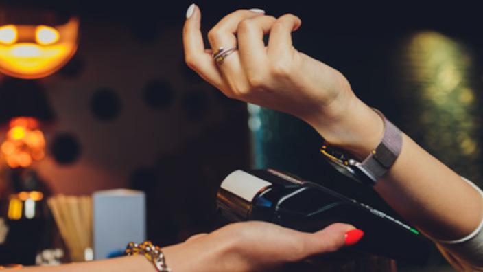 US$ 7 billones de gastos de los consumidores pasarán del efectivo a tarjetas y pagos digitales hacia el 2023